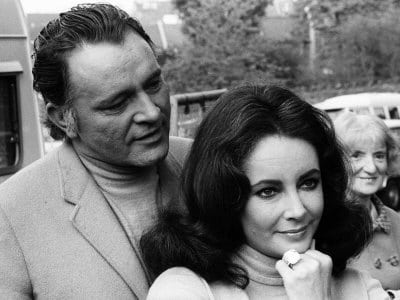 elizabeth-taylor-actress-may-1968-with-richard-burton-diamond-ring